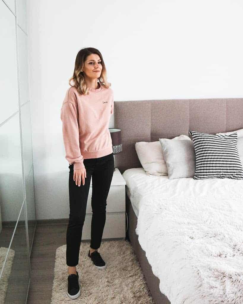 pink love sweatshirt outfit