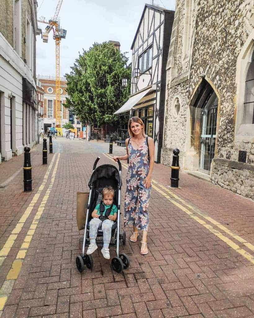 London street style outfit for moms