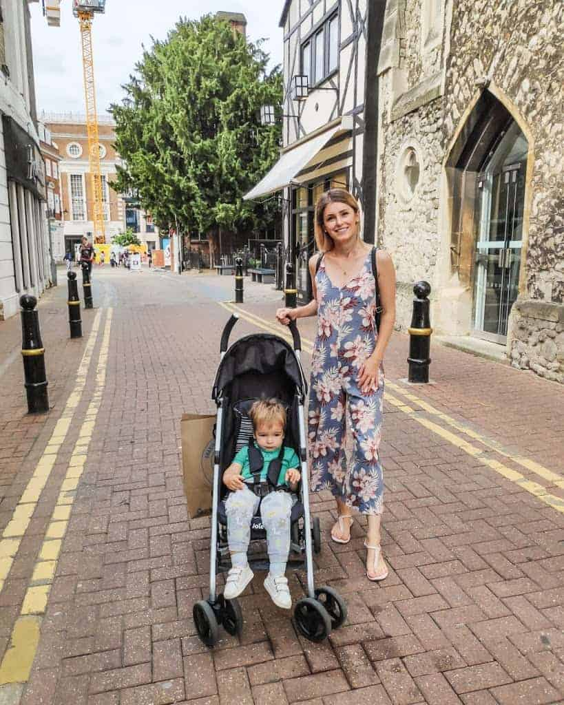 mom outfit photo on London streets