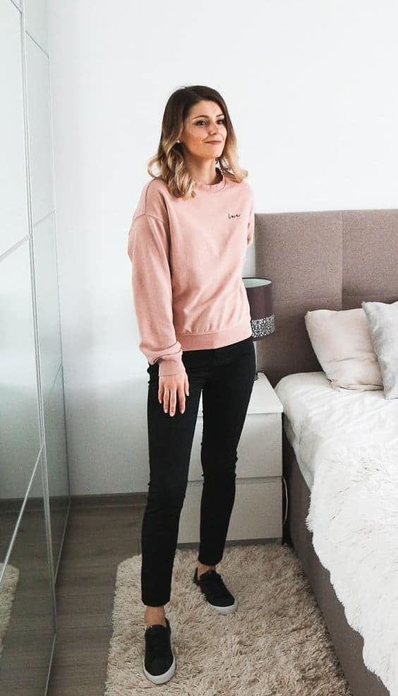 pink love sweatshirt from H&M outfit for moms