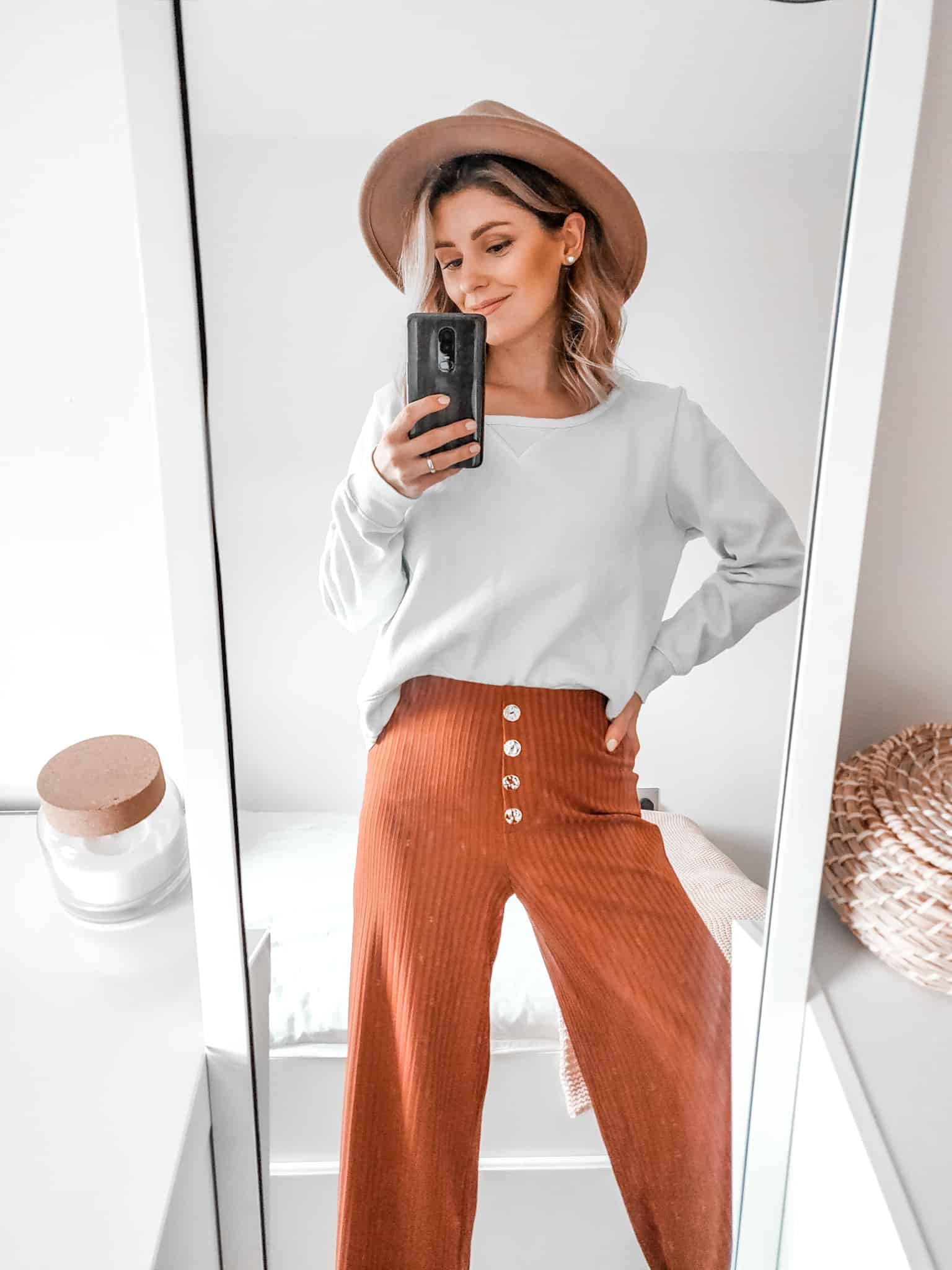 primark fashion 2020 outfit rust trousers camel hat