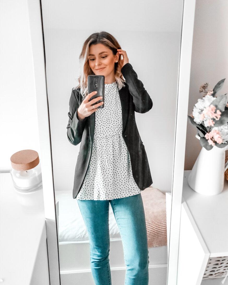 polka dot white top with skinny jeans and black blazer