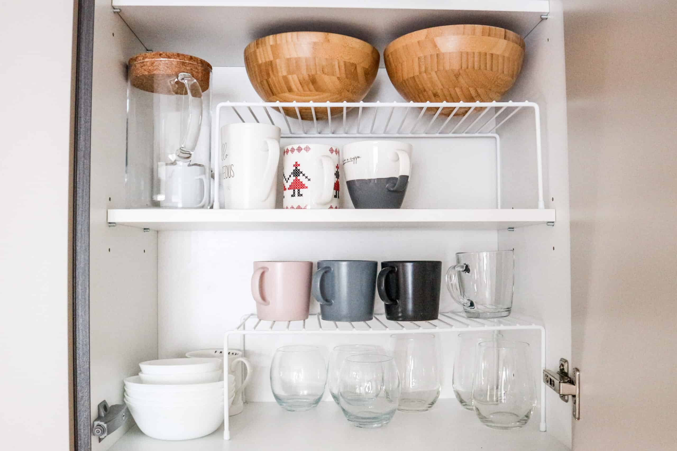 Tips and ideas for organizing mugs and glasses IKEA