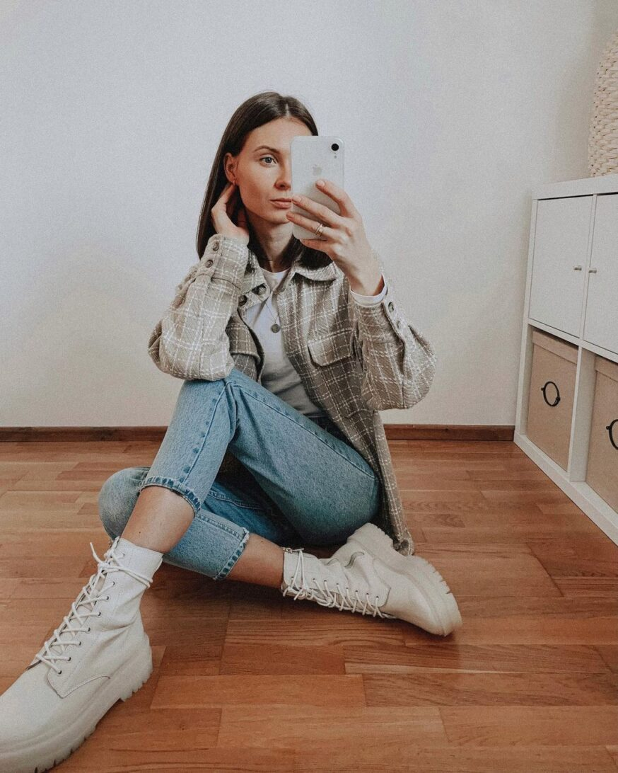 Instagram Poses Ideas for influencers