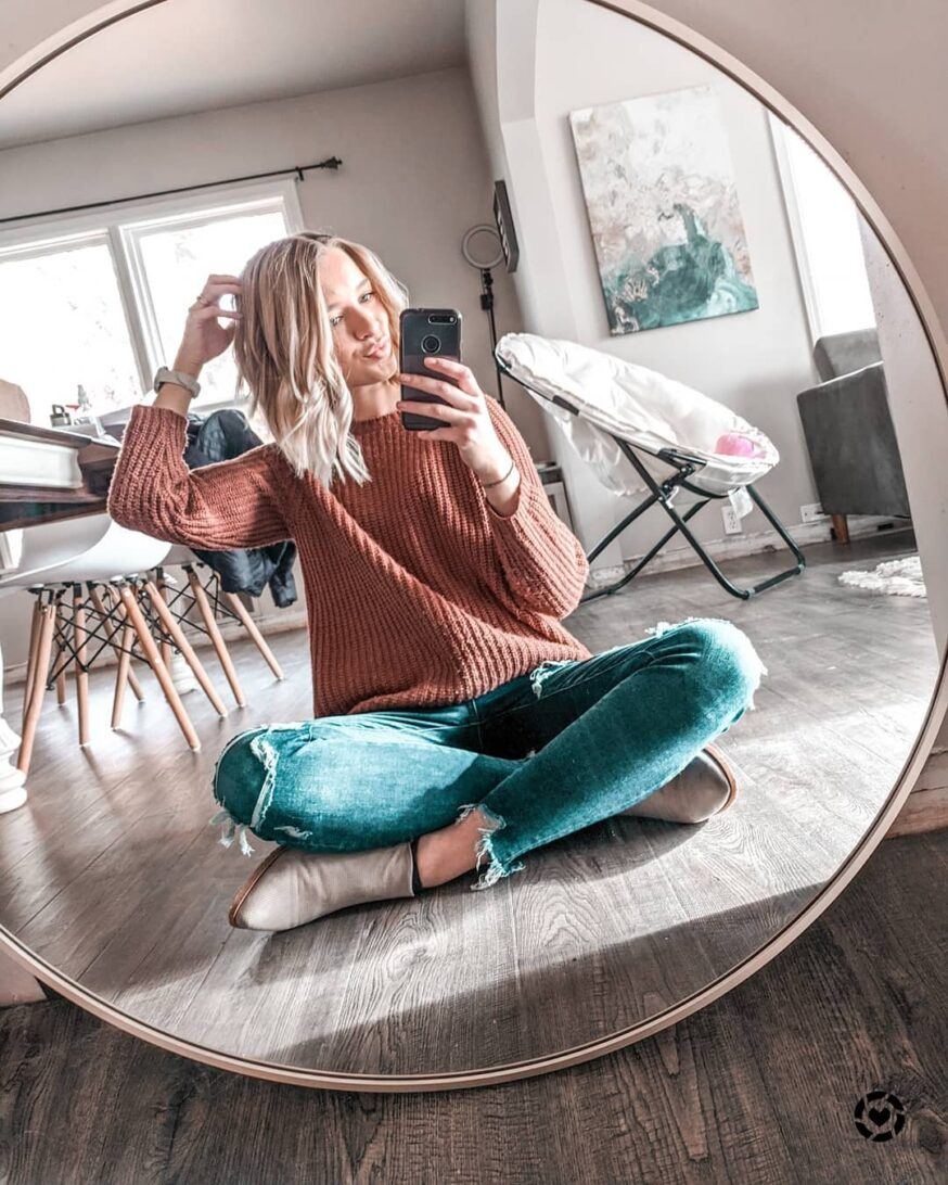 47 Instagram Poses Ideas for Influencers